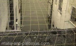 patio con malla anti-palomas